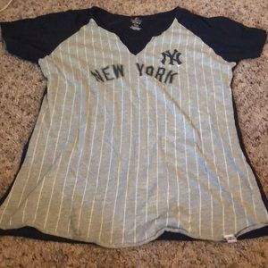Tops - Yankees Shirt - worn once
